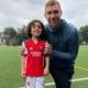 Garotinho de 5 anos se torna o mais jovem jogador a assinar com o Arsenal
