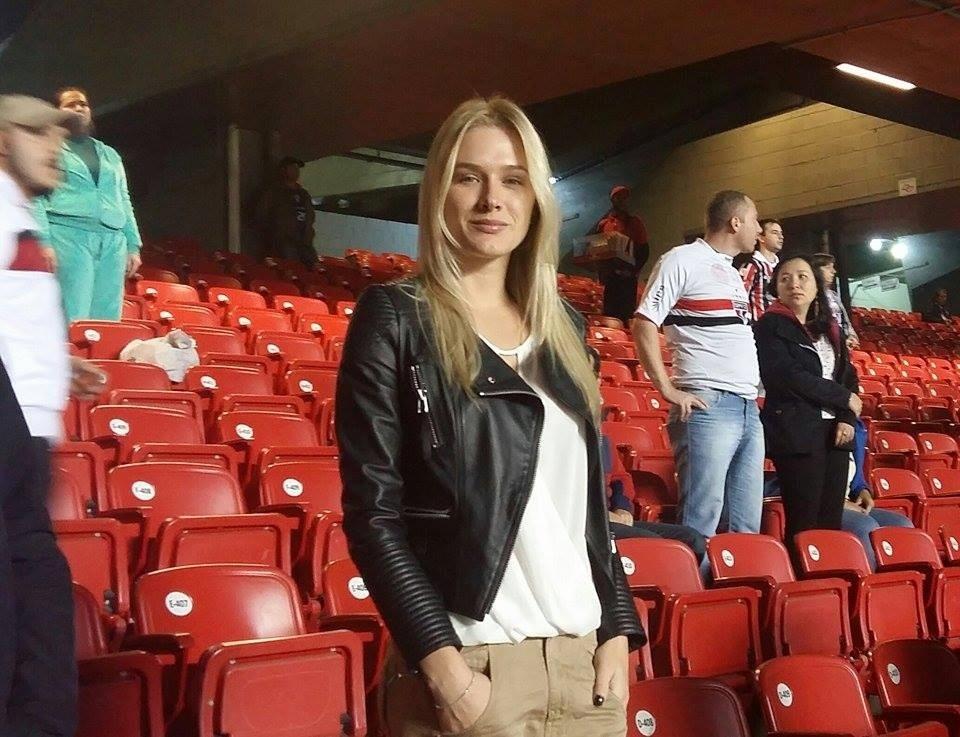 Fiorella Mattheis vai ao Morumbi acompanhar o desempenho de Alexandre Pato contra a Ponte Preta