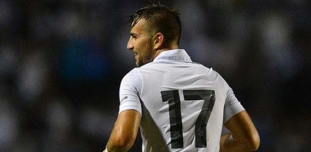 Meia tem contrato com o Santos até o meio do ano