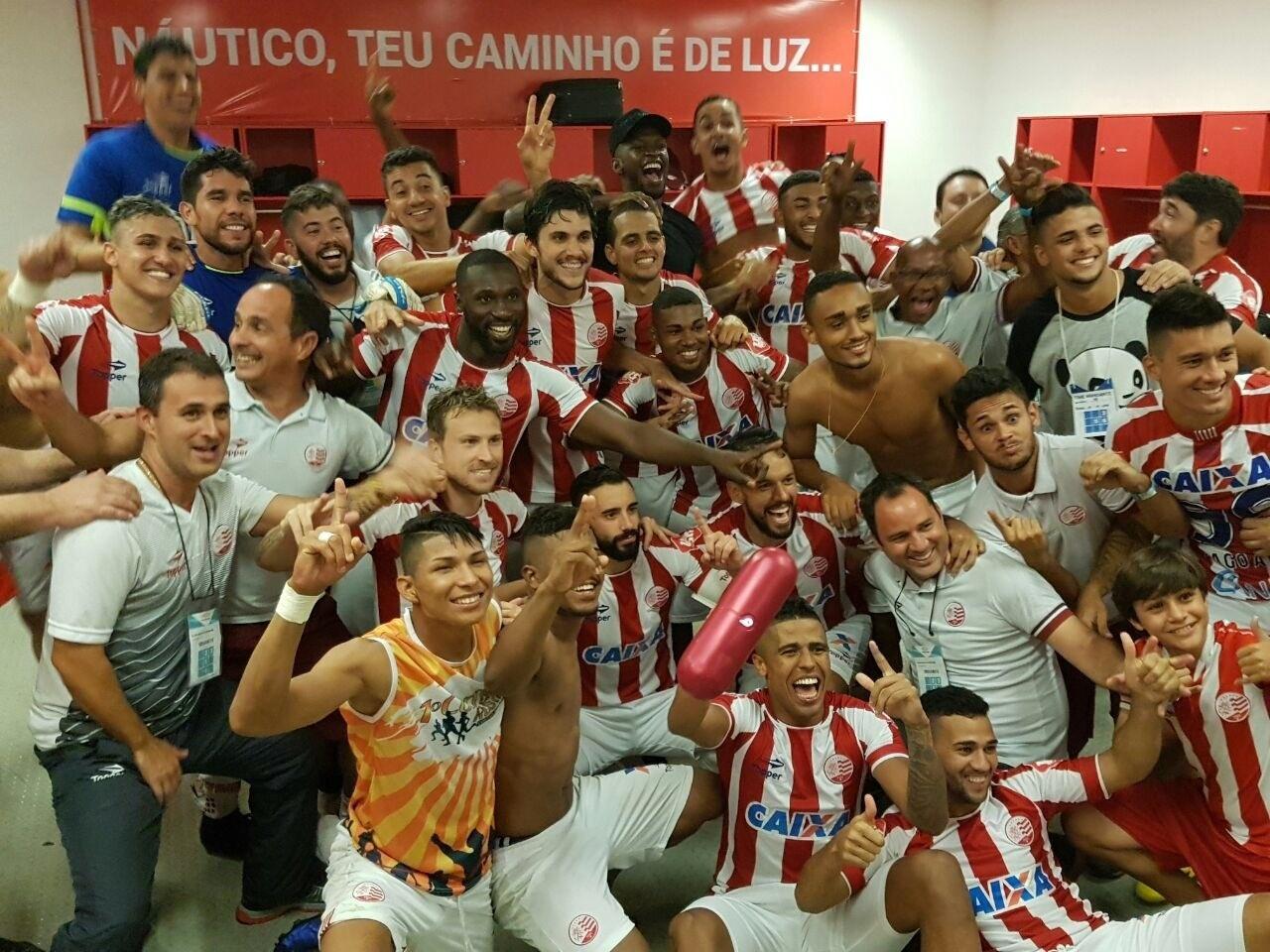 Jogadores do Náutico comemoram vitória sobre o Ceará