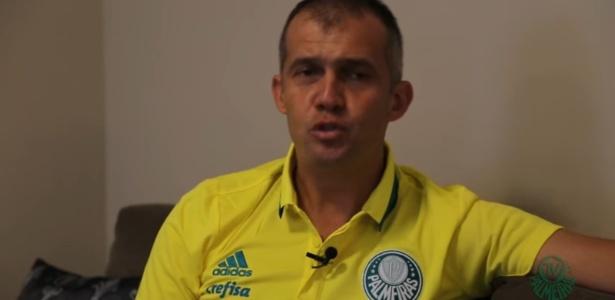 Eduardo Baptista vestiu a camisa do Palmeiras e falou brevemente aos torcedores