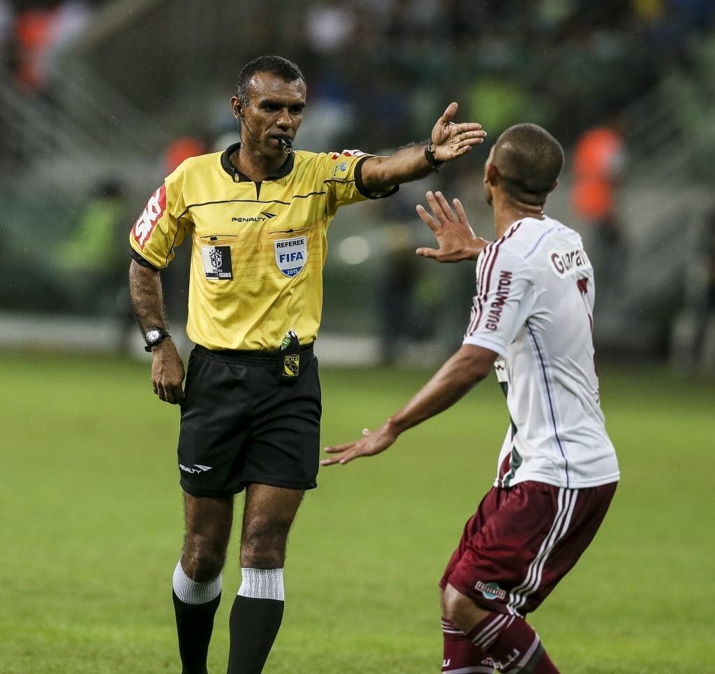 1ba306fde7 CBF defende árbitro de final e rechaça troca por reprovação do Cruzeiro -  30 03 2018 - UOL Esporte