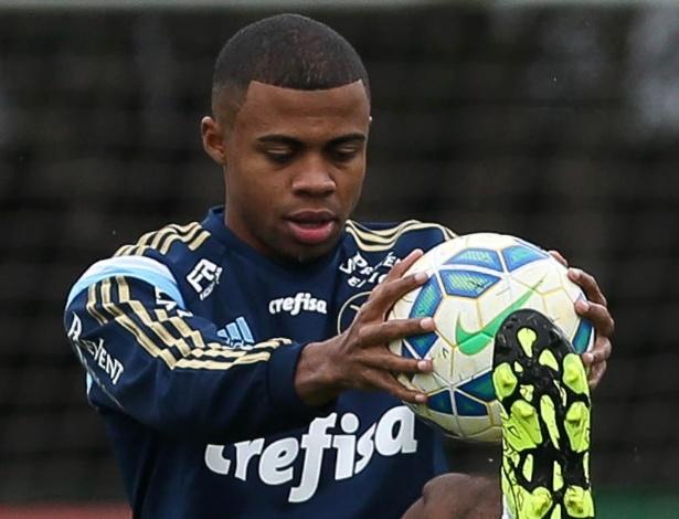 Lucas Taylor foi reintegrado ao elenco do Palmeiras nesta segunda-feira