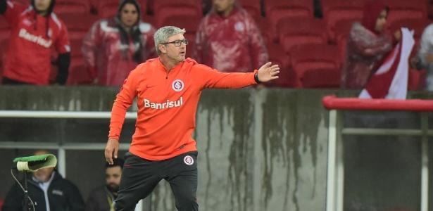 Odair Hellmann era auxiliar técnico fixo e assumiu após queda de Guto Ferreira