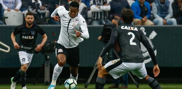 Jô, do Corinthians, em ação durante jogo contra o Botafogo no primeiro turno