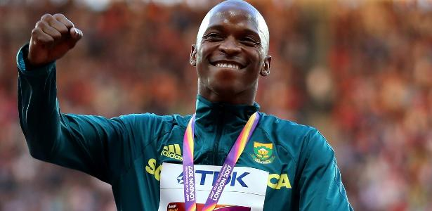 Luvo Manyonga foi prata no Rio-2016 e campeão mundial em Londres