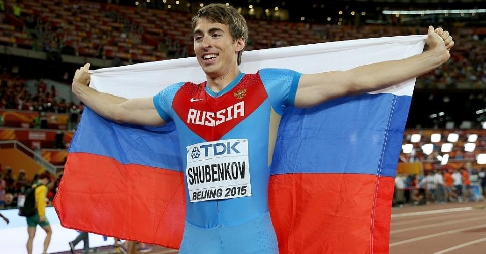 Sergey Shubenkov, da Rússia, celebra a prata nos 110m com barreiras