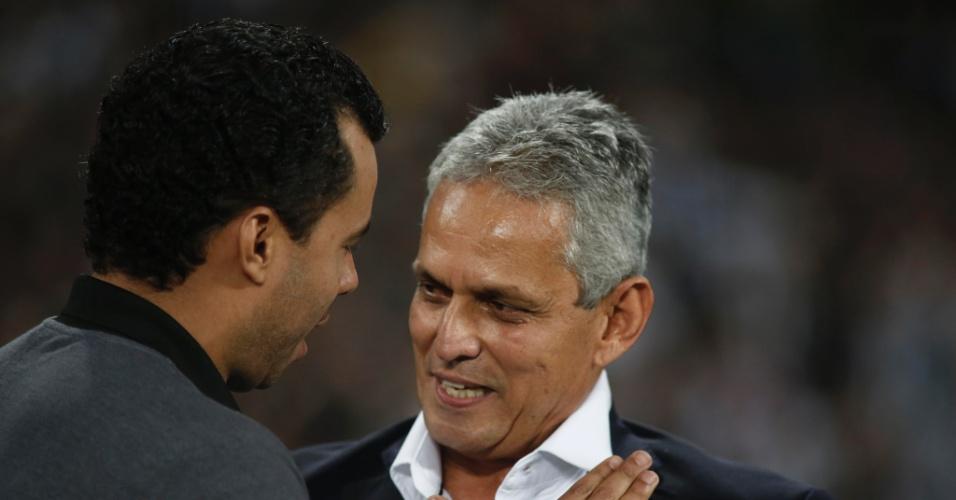 Jair Ventura cumprimenta Reinaldo Rueda antes de Botafogo x Flamengo