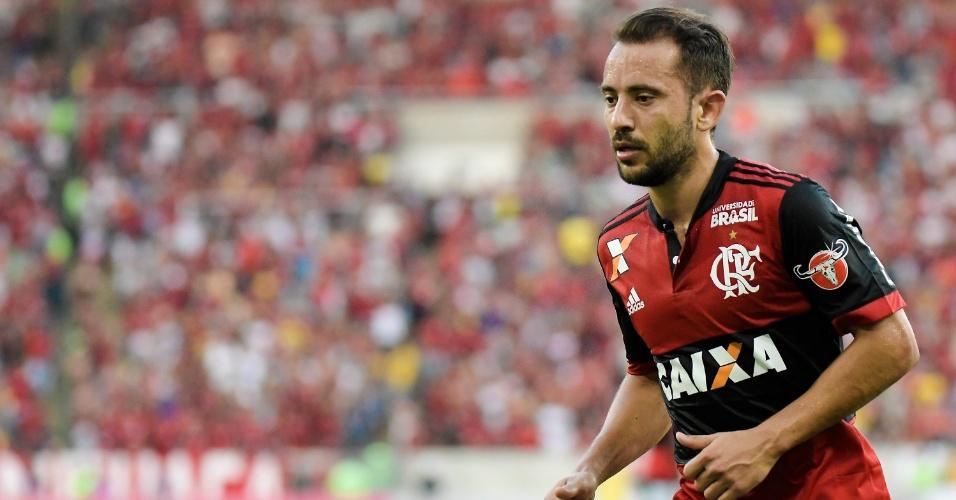 Everton Ribeiro em ação pelo Flamengo no clássico com o Fluminense