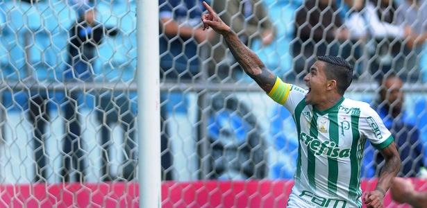 Dudu comemora após marcar pelo Palmeiras contra o Grêmio