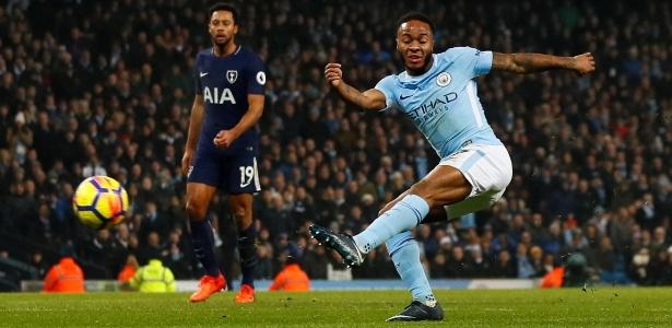 Sterling finaliza e marca na partida entre City e Tottenham