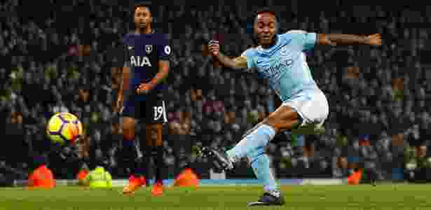 Sterling finaliza e marca na partida entre City e Tottenham - Reuters/Jason Cairnduff