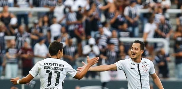Romero celebra gol de Rodriguinho no primeiro clássico de 2018 com o Palmeiras