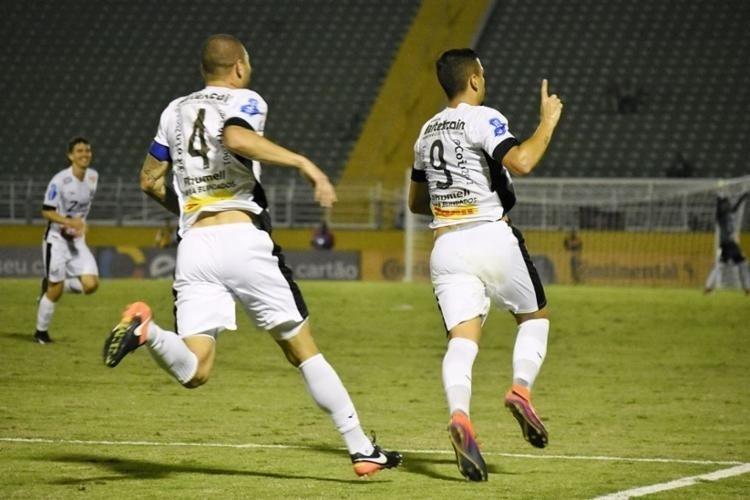 Matheus Peixoto comemora o gol do Bragantino diante do Vitória, pela Copa do Brasil