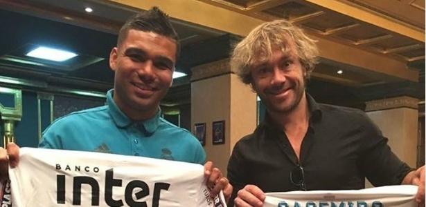 Casemiro ganhou uma camisa do São Paulo e retribuiu com uma do Real Madrid