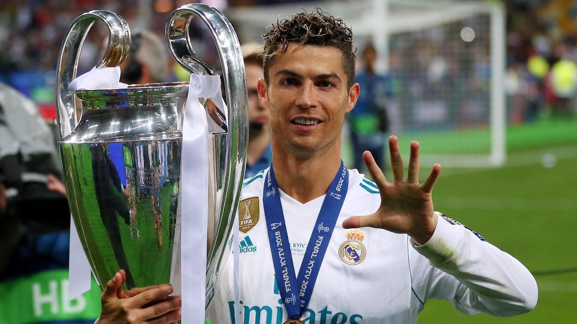 Cristiano Ronaldo comemora o tricampeonato do Real Madrid na Liga dos  Campeões e o quinto título a20e0167bcd0e