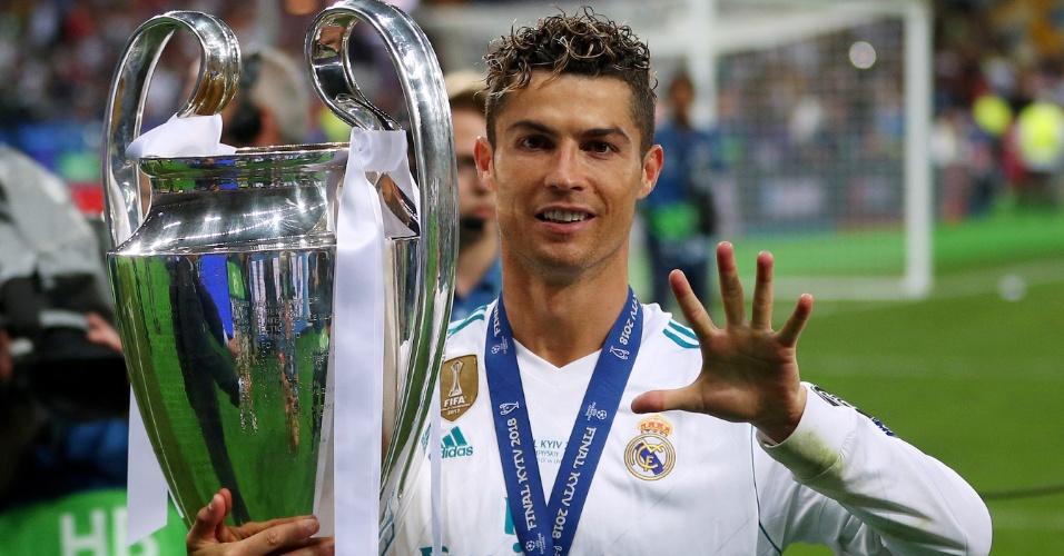 Cristiano Ronaldo comemora o tricampeonato do Real Madrid na Liga dos Campeões e o quinto título dele no torneio