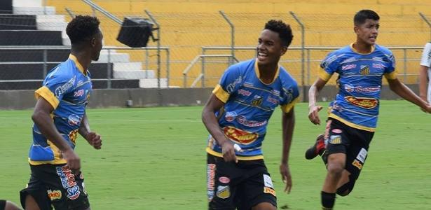 Corinthians se aproxima de acordo com atacante de 16 anos visado pelo futebol europeu