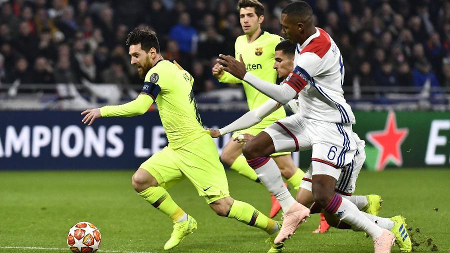 """O argentino Messi em disputa de bola pela """"Liga dos Campeões"""" - JEFF PACHOUD/AFP"""