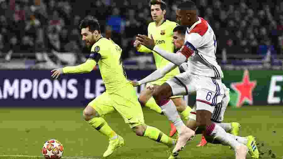 Messi e Marcelo disputam bola em duelo pela Liga dos Campeões  - JEFF PACHOUD/AFP