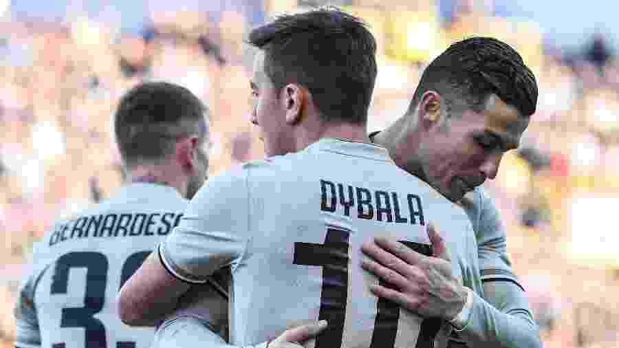 Dybala comemora gol com Cristiano Ronaldo - Tiziana FABI / AFP