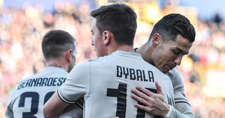 Dybala comemora gol com Cristiano Ronaldo