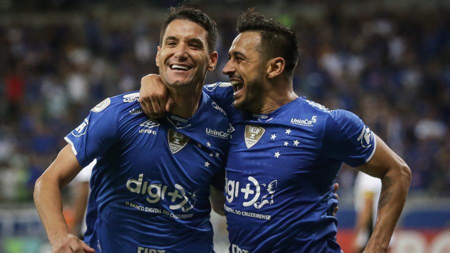 Thiago Neves terminou ano afastado no Cruzeiro; Robinho também foi criticado, mas lesão pode dificultar saída - Thomás Santos/AGIF