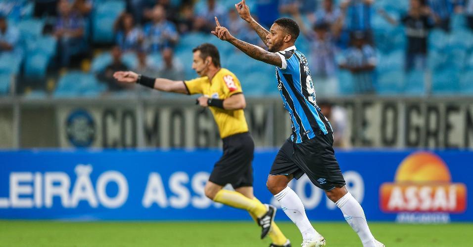 André comemora primeiro gol do Grêmio contra o Fluminense