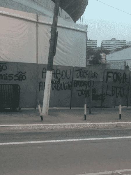 Entorno do Morumbi foi pichado após derrota na Copa do Brasil - Reprodução