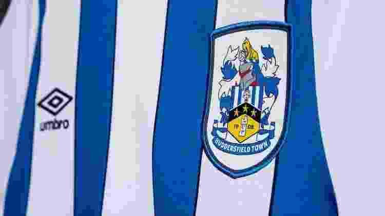 Detalhe camisa Huddersfield - Huddersfield Town AFC/Divulgação - Huddersfield Town AFC/Divulgação