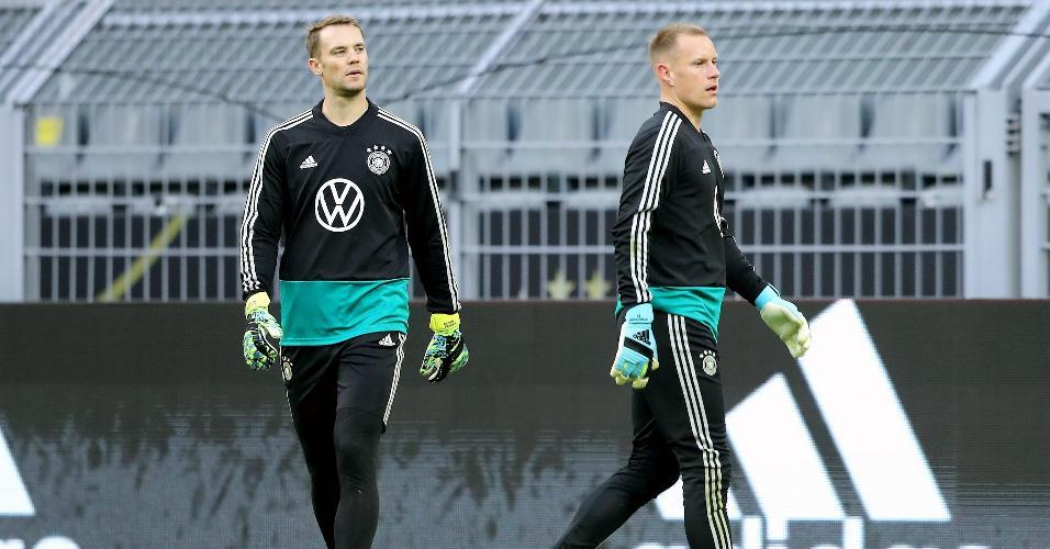 Manuel Neuer e Ter Stegen, durante treinamento da seleção da Alemanha