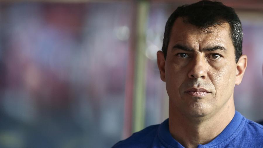 Fábio Carille passou por procedimento médico no joelho e só volta aos trabalhos na próxima quarta-feira - Marcelo Zambrana/Agif