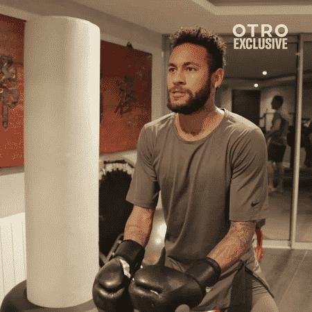 Neymar treina boxe durante fisioterapia para tratar lesão na coxa - Reprodução