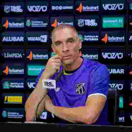 Fernando Prass concede entrevista coletiva com camisa do Ceará  - Wilton Hoots/cearasc.com