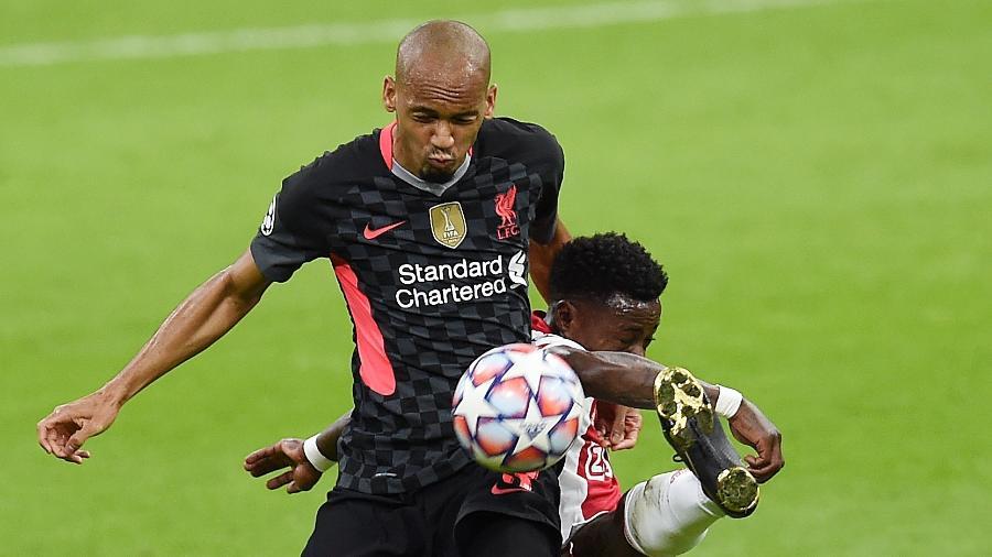 Brasileiro substituiu Van Dijk na zaga durante a vitória do Liverpool sobre o Ajax pela Liga dos Campeões - John Powell/Liverpool FC via Getty Images