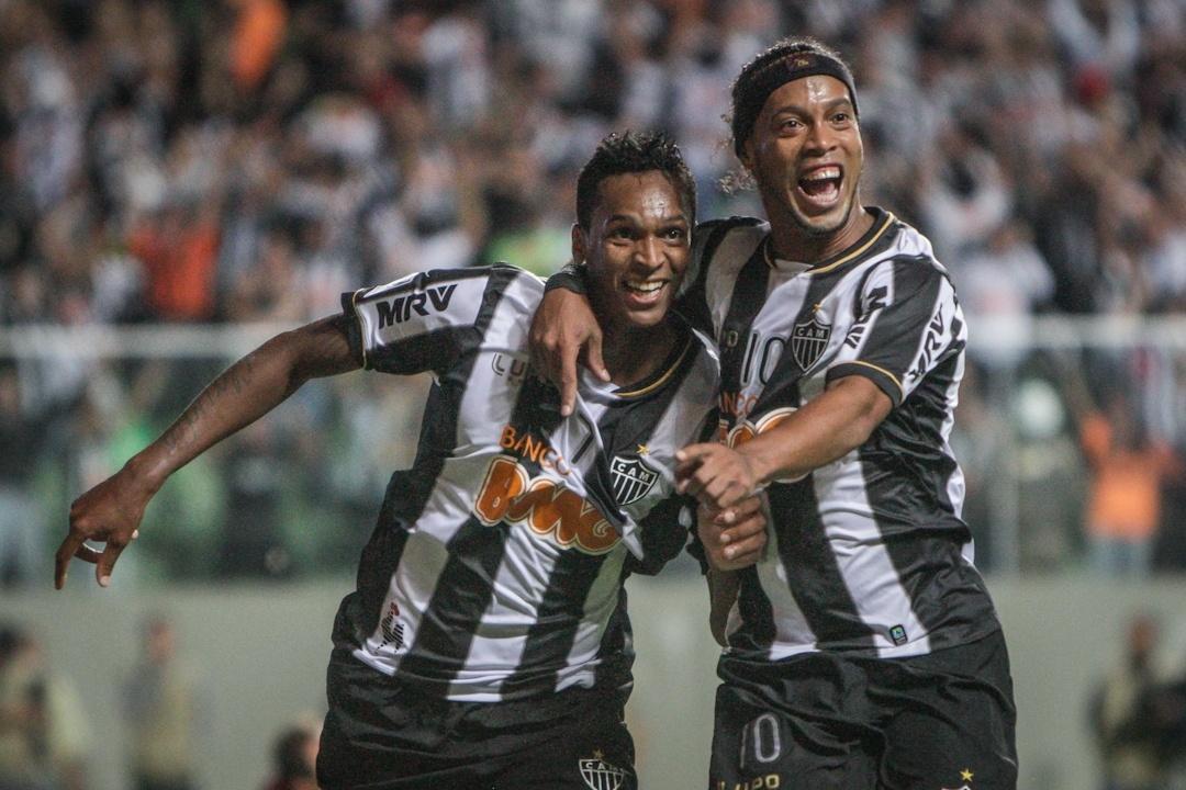 Jô e Ronaldinho Gaúcho campeões da Libertadores de 2013 pelo Atlético-MG
