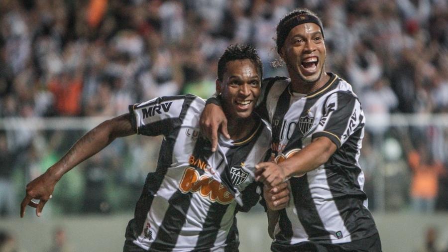 Jô e Ronaldinho Gaúcho campeões da Libertadores de 2013 pelo Atlético-MG - Bruno Cantini/Atlético-MG