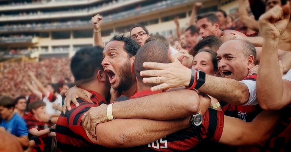 Torcedores comemora segundo gol do Flamengo na final da Libertadores contra o River