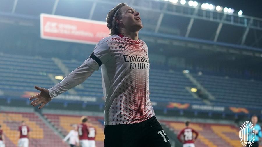 Atacante Jens Petter Hauge comemora gol do Milan contra o Sparta Praga - Divulgação/ AC Milan