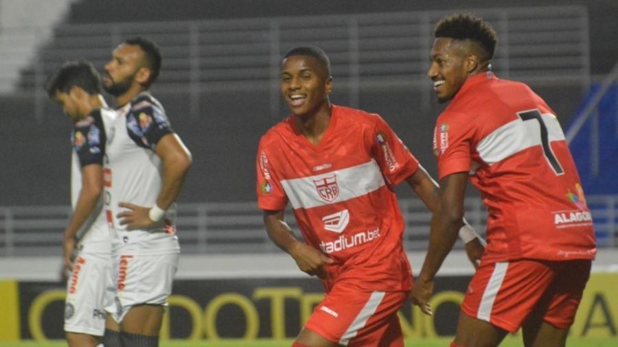 Jogador emprestado pelo Flamengo abandona clube alagoano sem dar explicações
