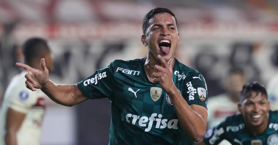 Zagueiro Renan comemora gol, em jogo da Libertadores