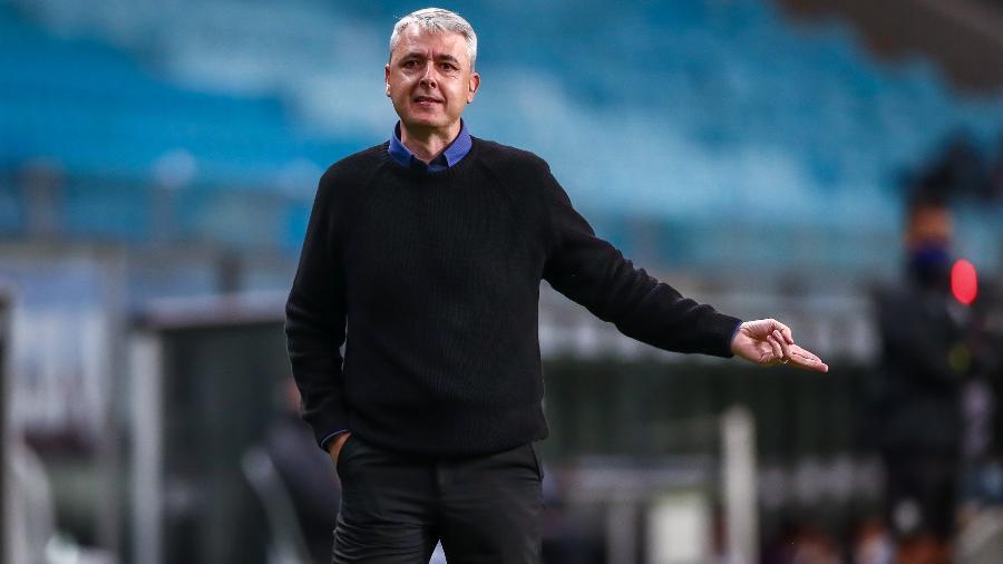 Técnico Tiago Nunes gesticula em partida do Grêmio contra Lanus pela Libertadores - LUCAS UEBEL/GREMIO FBPA