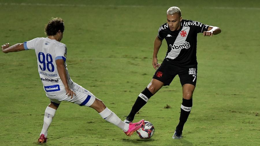 Jogador que teve carro apedrejado na rodada anterior balançou as redes pelo Vasco neste sábado - Thiago Ribeiro/AGIF