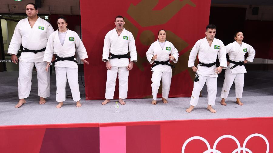 Judocas brasileiros alinhados antes do início da disputa por equipes - Annegret Hilse/Reuters
