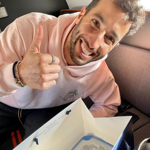 Daniel Ricciardo recebeu os brigadeiros de Mariana Becker