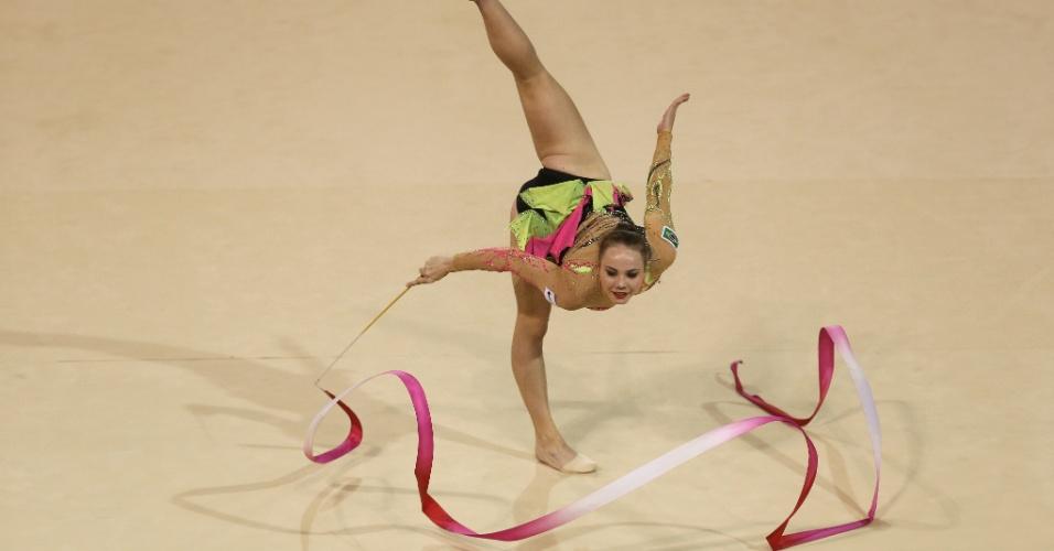 Angélica Kvieczynski se apresenta na final de individual com fitas. Brasileira ficou com a medalha de bronze
