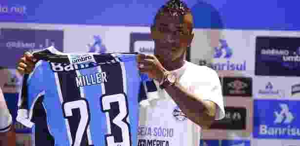 Miller Bolaños chegou no começo do mês e só poderá estrear em março - Lucas Uebel/Divulgação Grêmio