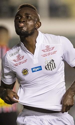 Camaronês Joel, do Santos, comemora seu gol contra o São Paulo em clássico na Vila Belmiro pelo Campeonato Paulista