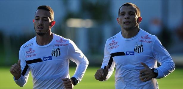 Vecchio, à direita, em treinamento do Santos