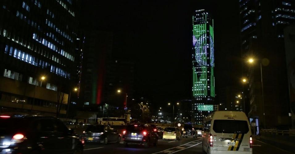 Prédio de Bogotá, capital da Colômbia, traz as cores da Chapecoense